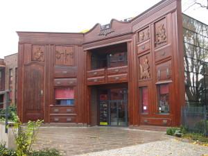 необычные здания - театр-шкаф