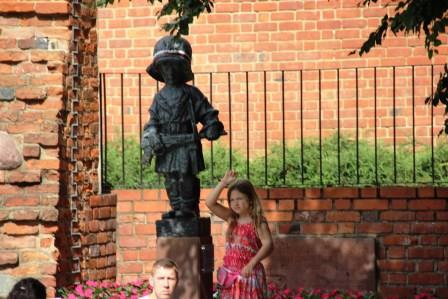 памятник Маленькому повстанцу в Варшаве